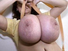 BustyMILF Ties Her Tits With Rubberband