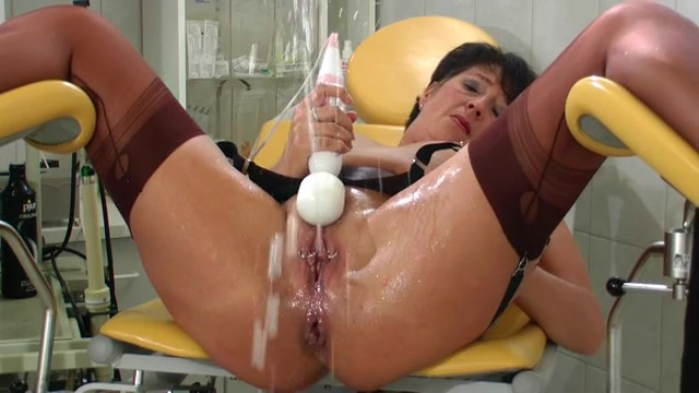 Mature Masturbates With A Vibrator And Squirts Lots -2992