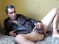 OLDER GUYING WANKS AND PLAYS WITH HIS ARSE