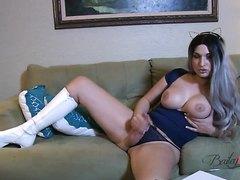 Sexy Shemale Wanking it - video 10