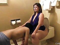 Linking her huge ass !!!