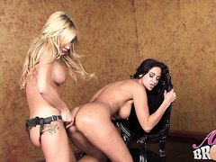 Lesbian Sex - video 2