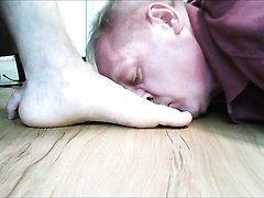 How to Sniff Master Julius' Feet