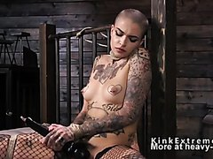 Alt babe in bondage fucks machine