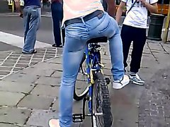 Tight Jeans Fetish: Beautiful Ass on a Bike