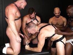 Bareback orgy - video 3