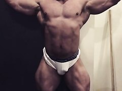 Straight Bodybuilder : Nice Bulge And Ass