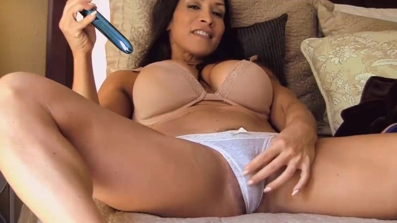 hot mom plays with her big clit - thisvid