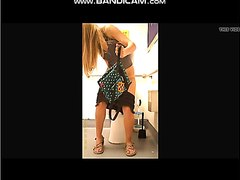 Girls pooping on the toliet - video 8