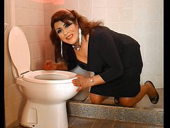 shemale licking toilet