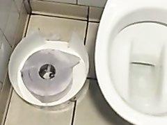 piss over toilet / pisse a coté du chiotte
