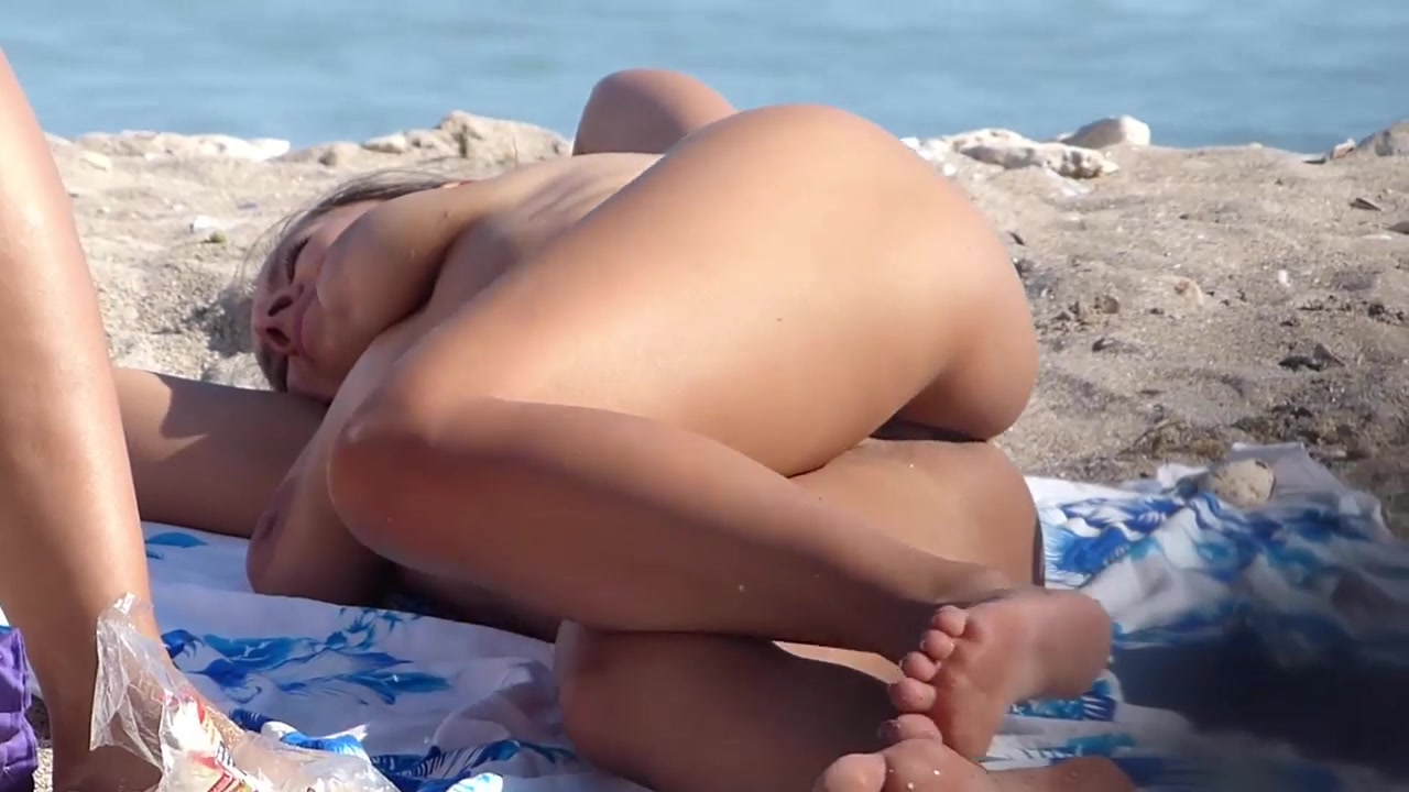 Voyeur Catching A Sexy Babe Tanning On The Beach - Nudism -8573