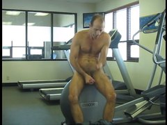 Jerking and eating cum in the gym
