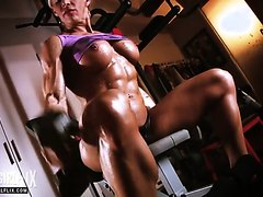 Muscle babe - video 2