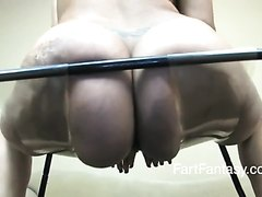 Ebony farting - video 9