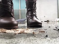 Mealworm crush boots