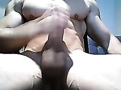 Hung bodybuilder jerks another load