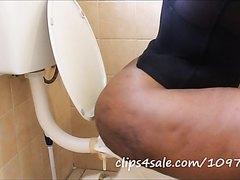 Ebony Bigbutt Toilet Farts 1