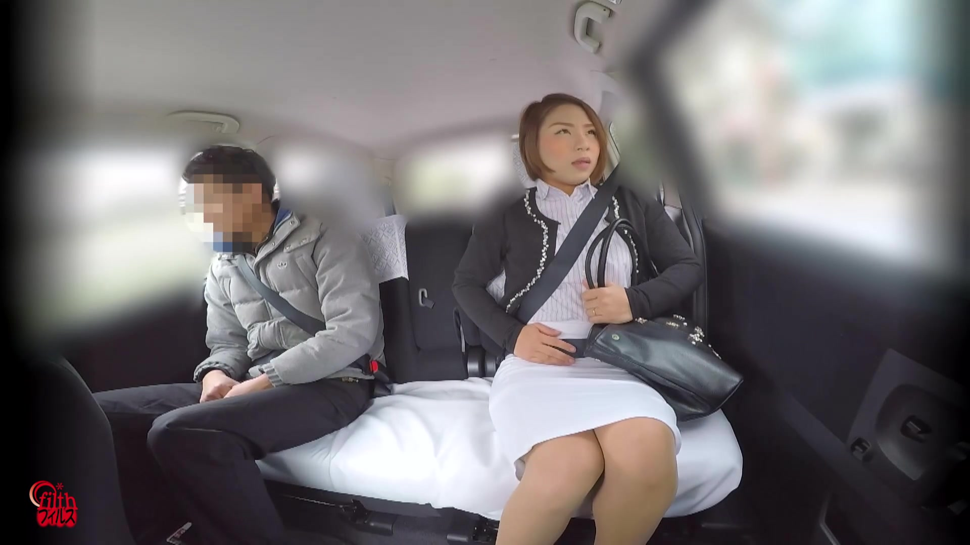 Japanese woman farts with a car 1/3
