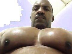 MASSIVE MUSCLE PECS BOUNCING