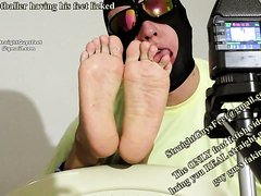 Enjoying the feet of a straight footballer - video 2