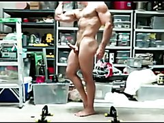 Muscle Dad posing & jerking nude in the garage