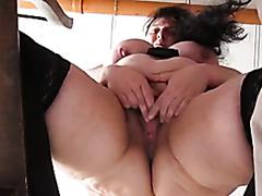 BBW makes herself cum masturbating