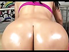 Bubble butt brunette gets drilled