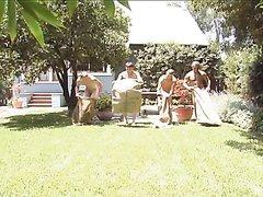 4 GUYS PLAYING