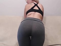 Nice girl's farts... in yoga pants.