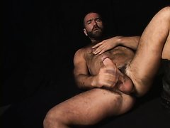 SEXY HUNG HAIRY GUY