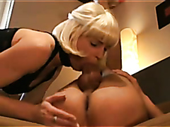 Mature slut has fun with a huge cock