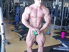 Bodybuilder flex muscle