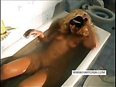 Incredible tub farts