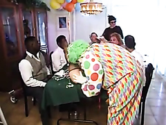 Midget gets drilled by a scary clown
