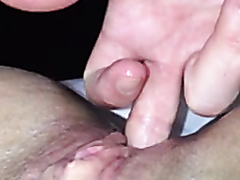 Fingering a pussy until it squirts
