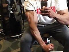 Biceps flexing