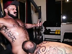Straight Bears / Bareback : Rogan R... Working Out