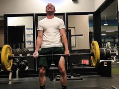 FRIEND PEEING WHILE LIFTING WEIGHTS