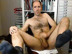 Hairy hung dude wanking on webcam
