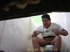 Mexican toilet spy 12 (look at this facial expression!!!)