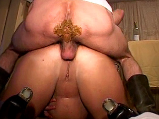 Mature plumper enjoying her shit