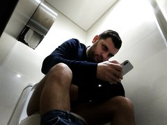 toilet hv 48- Hot guy with big cock