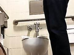 Scruffy hot white dude in a cast takes a dump, nice plops, nice thick cock