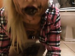 Kinky tattoo girl takes a dump on the floor and rubs it all