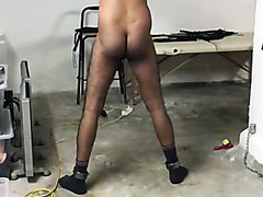 muscular slave gets a good bull whipping