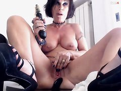 Sexy MILF Rages For Her Orgasms