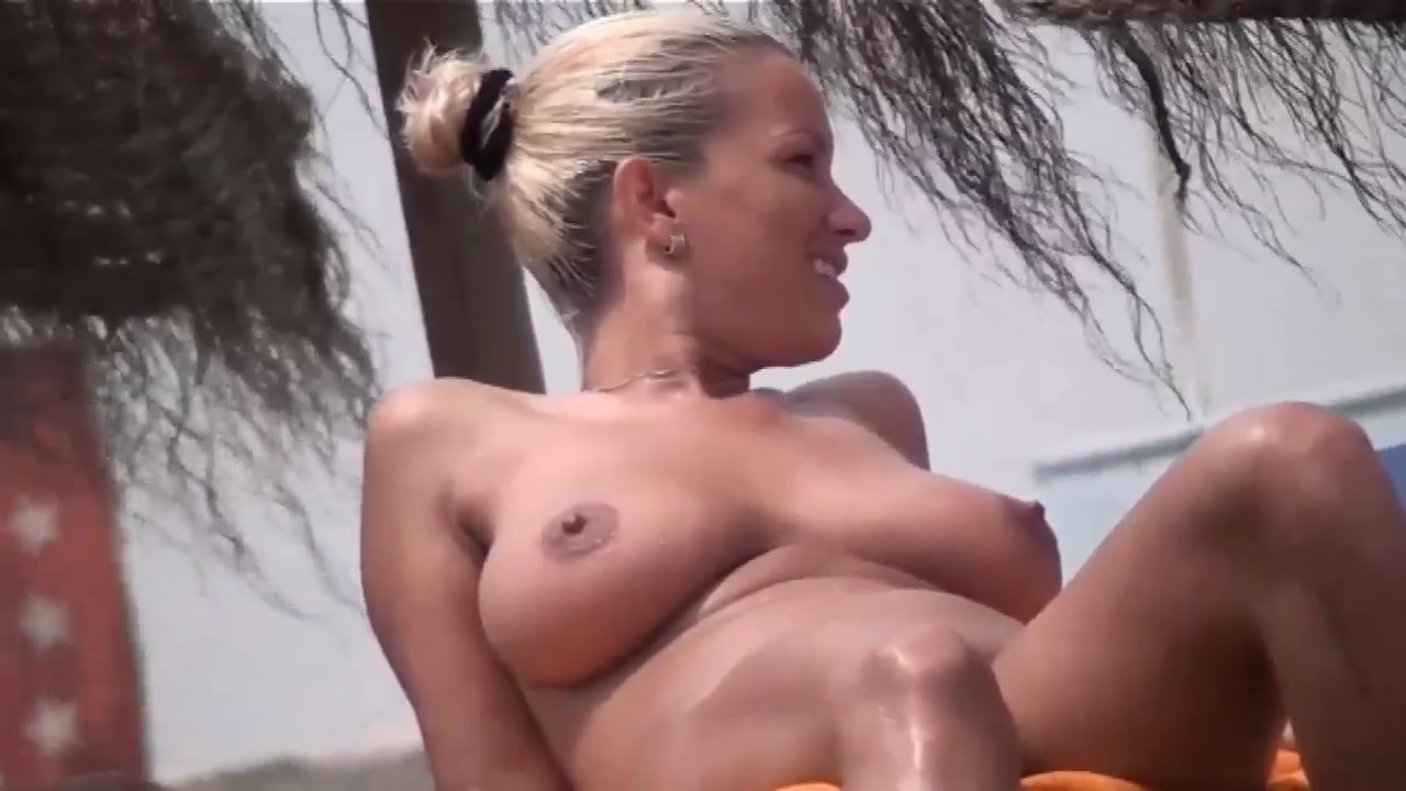 girls sex in beach
