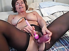 Mature lady loves her sex toys