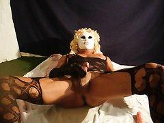blonde gurl explores her load